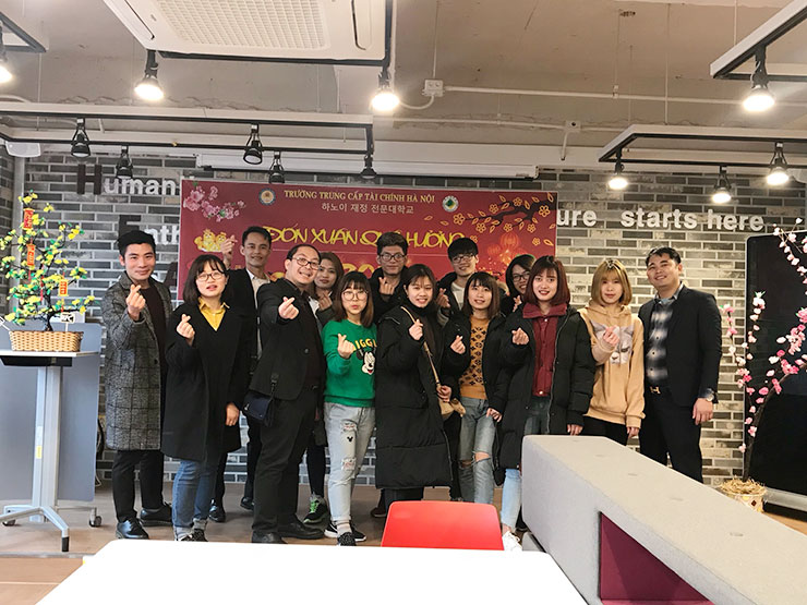 HFC leaders gave gifts for you students at the University of Daegu University