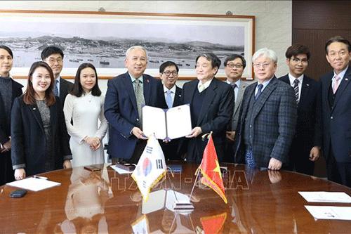 Lễ ký Biên bản ghi nhớ giữa Đại sứ quán Việt Nam tại Hàn Quốc và Trường Đại học Quốc gia Incheon